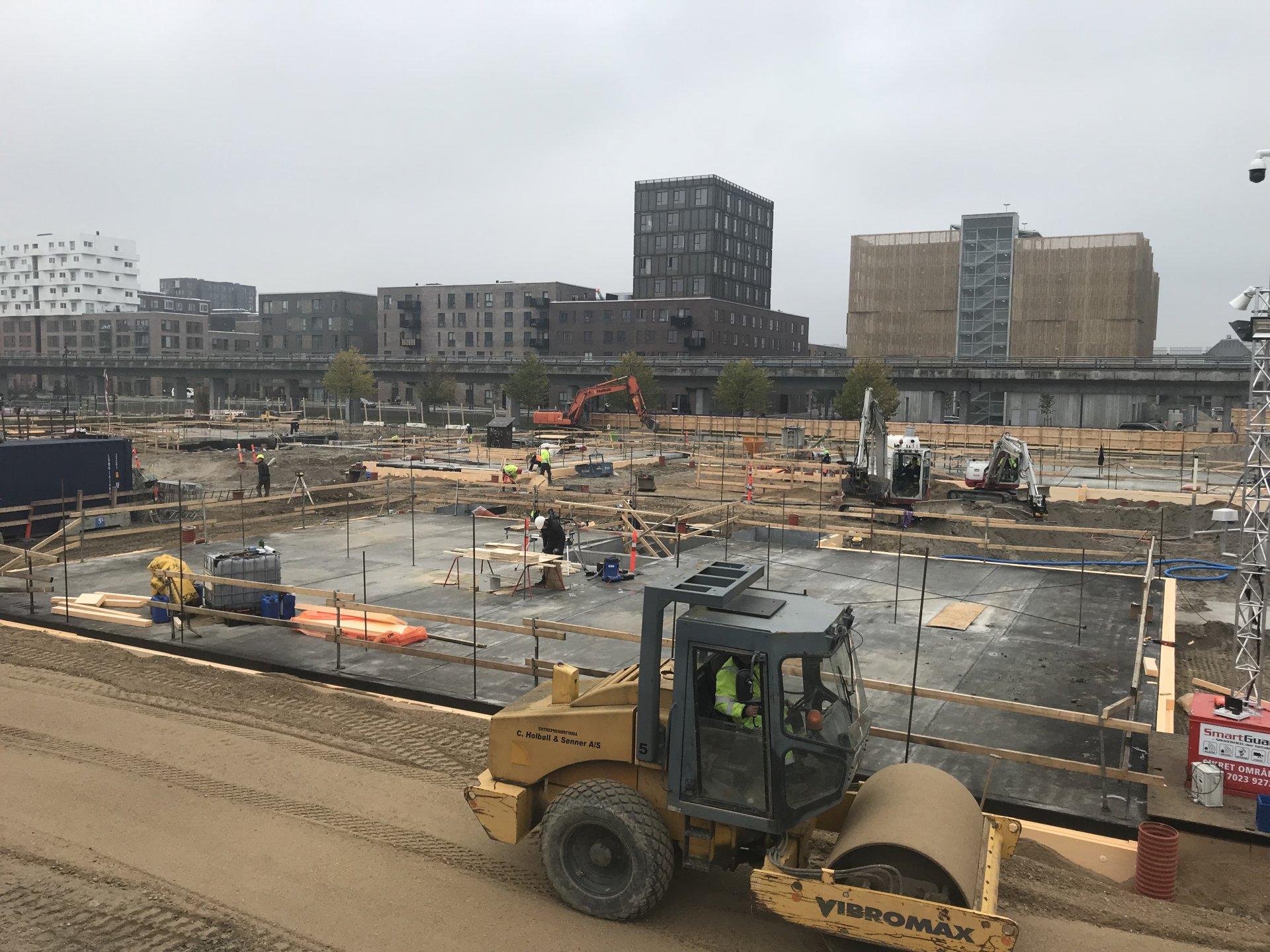 Ørestads Boulevard 49 | Holbøll etablerer byggegrube og ledninger til kloak og forsyning