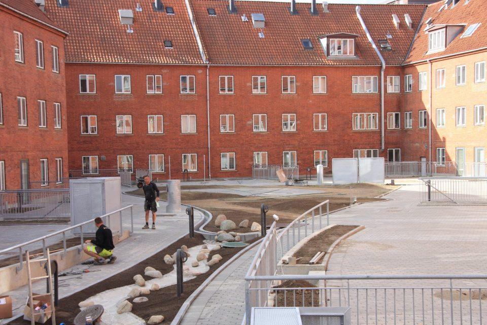 Arbejdernes Andelsboligforening   Gårdsanering   Holbøll
