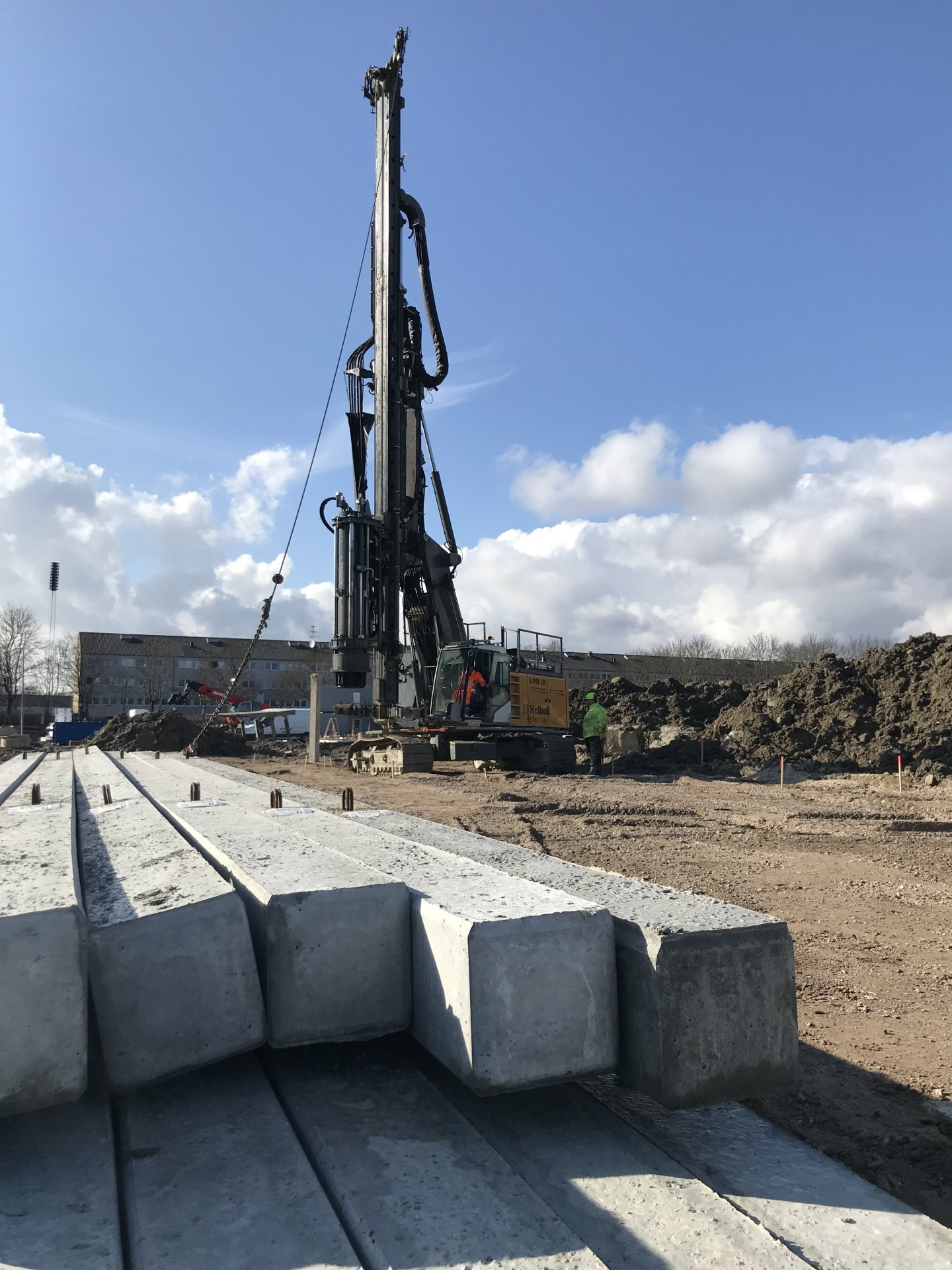 Albertslund | Nyt boligområde | Holbøll banker pæle til fundament