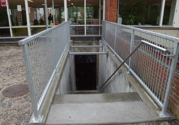 Flugtvejstrappe, Holbøll udfører betonarbejder